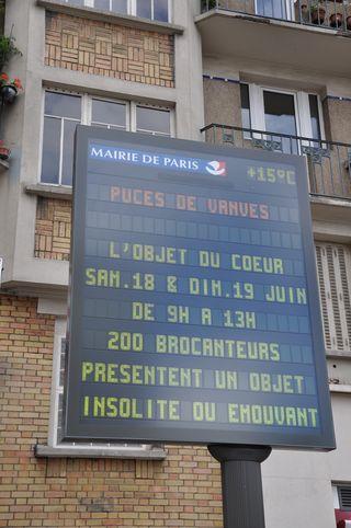 Puces de Vanves Paris Flea Market Objet du ♥ cœur Panneau Paris 23